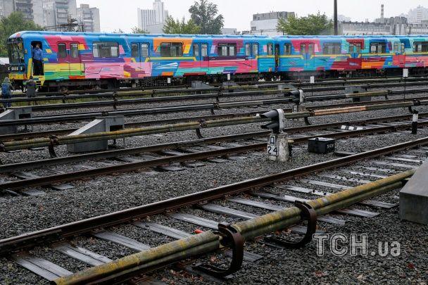 У Києві запустили перший розмальований потяг метро