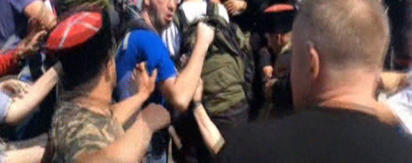 Побиття російських опозиціонерів і скандальне самогубство солдата на Волині. 5 головних новин дня