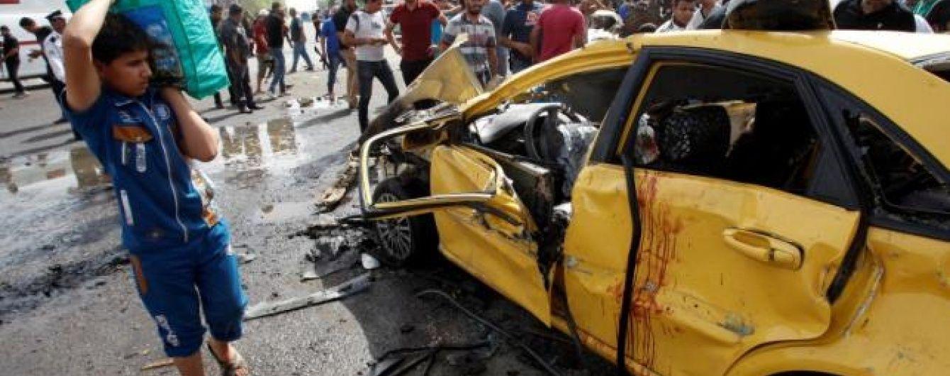 Автомобіль з терористом-смертником вибухнув неподалік від Багдада, щонайменше 14 осіб загинули