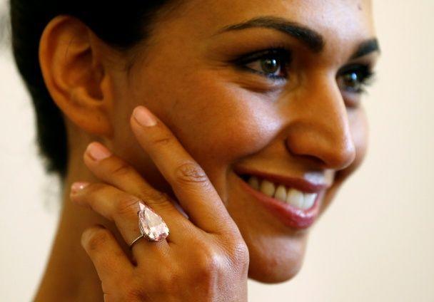 На Sotheby's продали рідкісний рожевий діамант