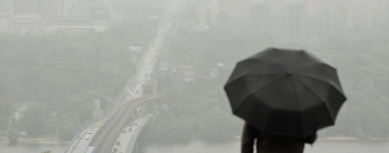 Штормове попередження у Києві: на столицю насуваються грози із градом і шквали