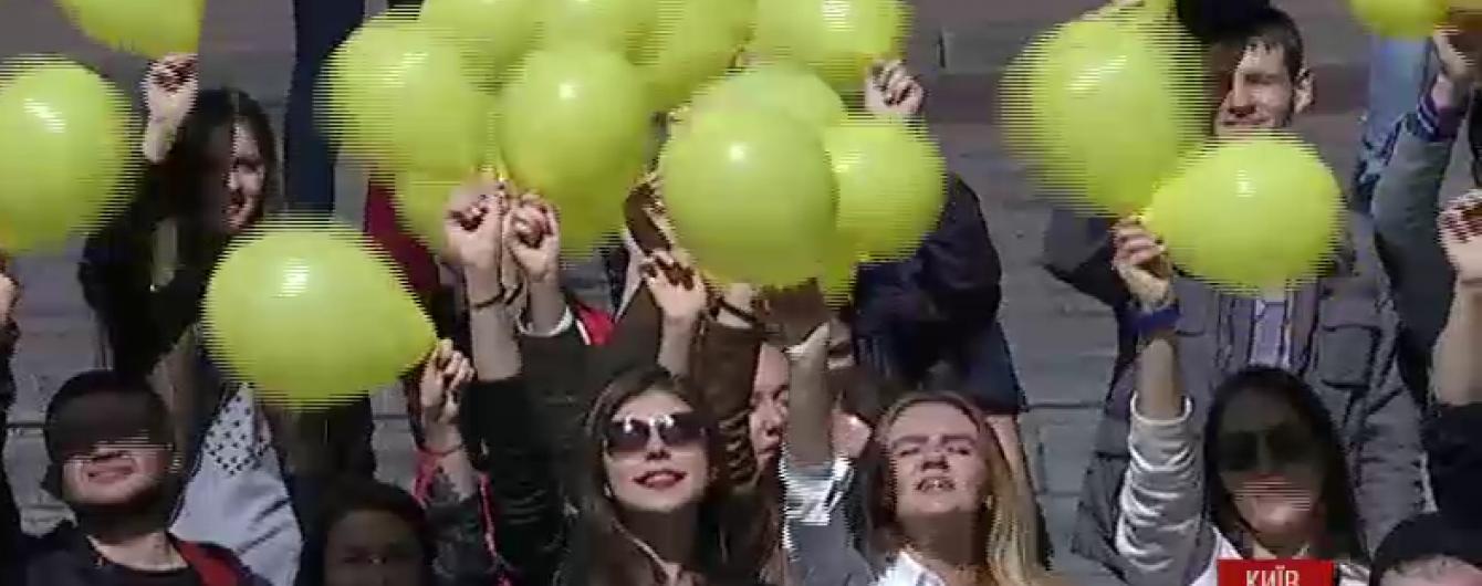Київські студенти провели видовищний флешмоб на підтримку кримськотатарського народу