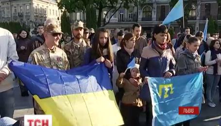 Во львовских школах переселенцы из Крыма рассказывали историю геноцида своего народа
