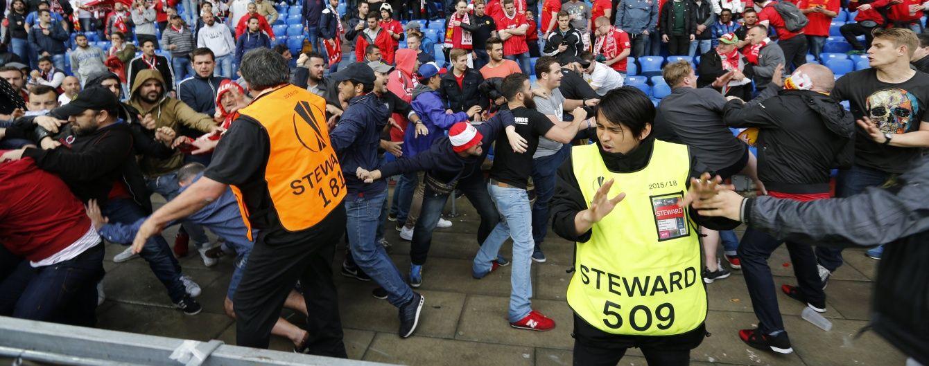 """Фанати """"Ліверпуля"""" та """"Севільї"""" влаштували масову бійку перед стартом фіналу Ліги Європи"""