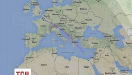 Родственники пассажиров пропавшего самолета в отчаянии ожидают известия