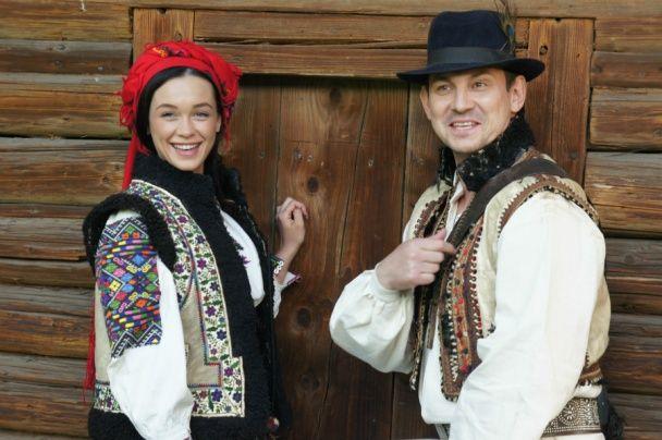 День вишиванки: Топ-3 стильних образів Марії Яремчук у вишиванках