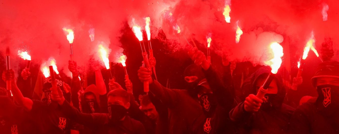 """Порошенко відреагував на марш """"Азову"""": Військового шляху до повернення Донбасу не існує"""