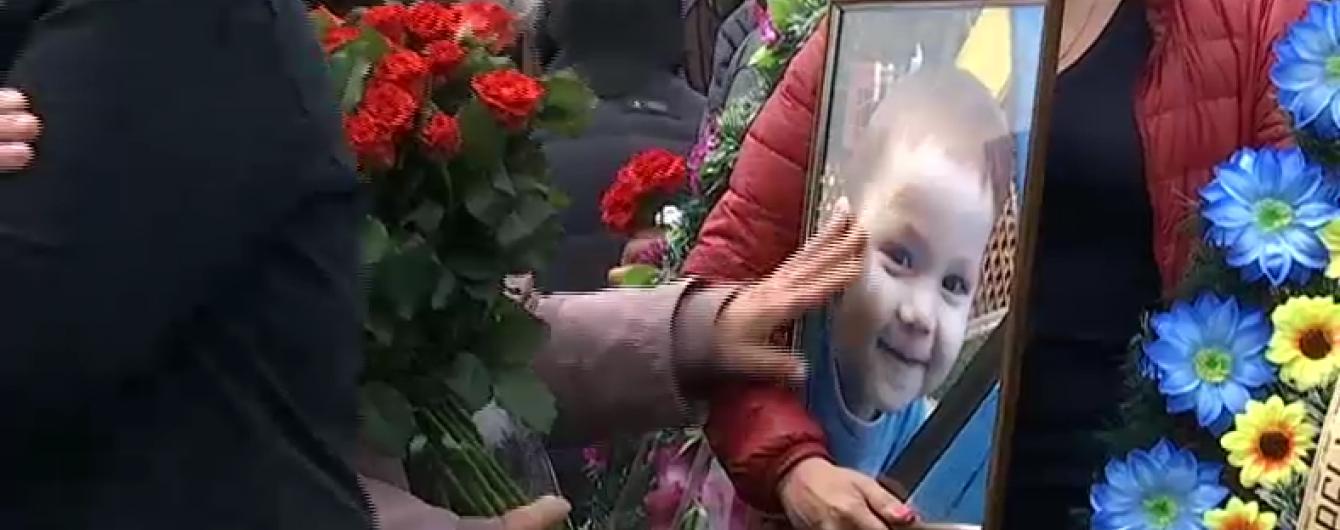 Екс-міліціонер зґвалтував і забив до смерті 2-річну дитину