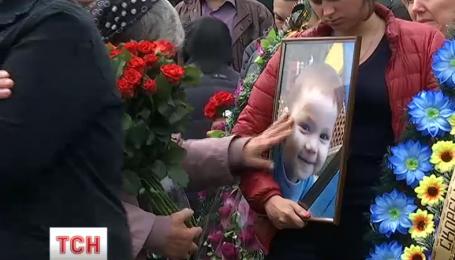 На Киевщине правоохранители задержали мужчину, который изнасиловал и убил 2-летнего мальчика
