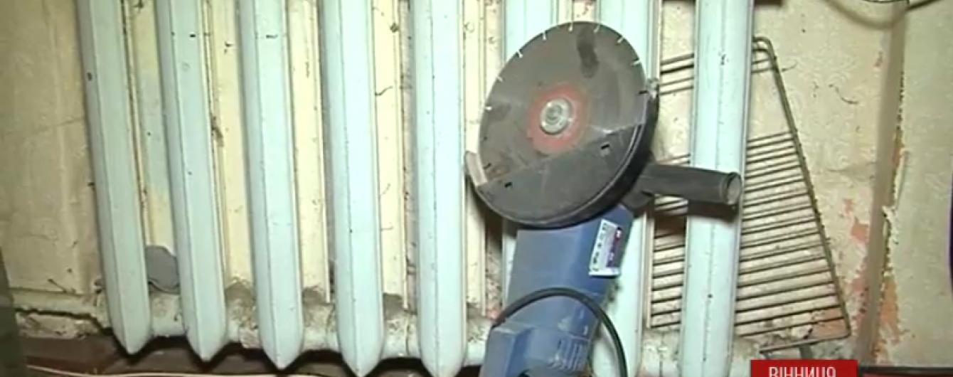 Вінницький пенсіонер вимагає відключити його квартиру від газу і опалення через рахунки