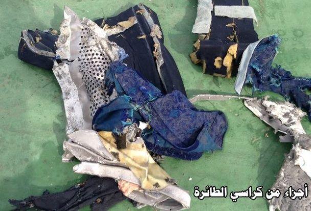 У мережі з'явилися перші фото уламків літака EgyptAir
