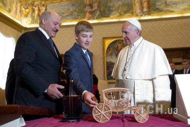 Папа і Бацька. Як відбувався перший після санкцій візит Лукашенка до Ватикану