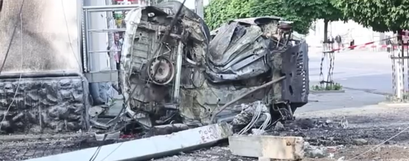 У жахливій аварії на Львівщині згоріли заблоковані в авто люди