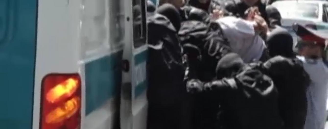У Казахстані правоохоронці розгромили мітинги опозиції