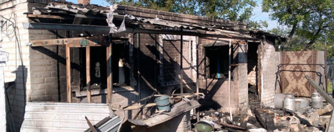 Пекло обстрілів в Авдіївці: палають хати, є поранені та загиблий