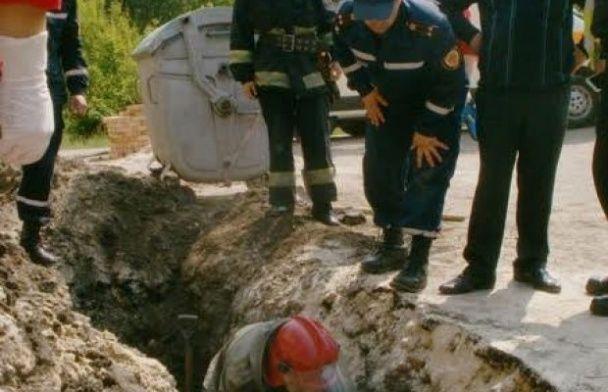 У Тернополі рятувальники з-під землі витягли чоловіка