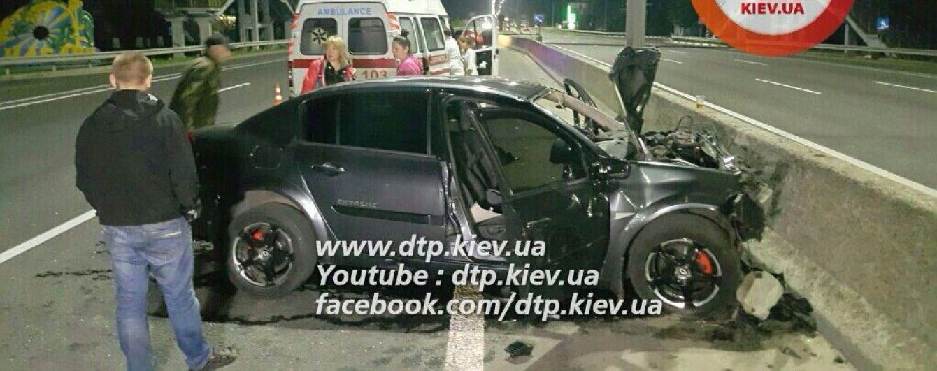 Під Києвом дві людини загинули у безглуздій аварії