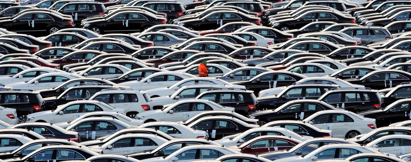 """Львівські митники """"кришували"""" незаконне ввезення понад десяти тисяч авто з іноземними номерами"""