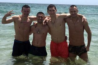Тенісбол на пляжі і купання в морі: як збірна України розпочала підготовку до Євро-2016