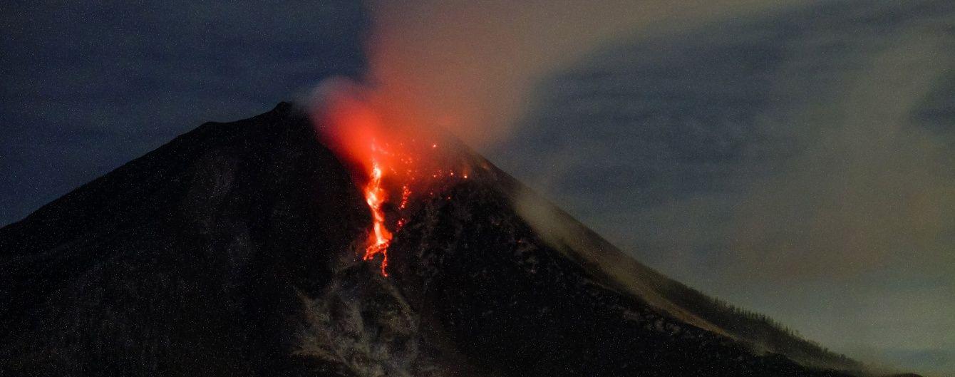 Кілометрові стовпи попелу та ріки лави: які вулкани дивують моторошною красою виверження