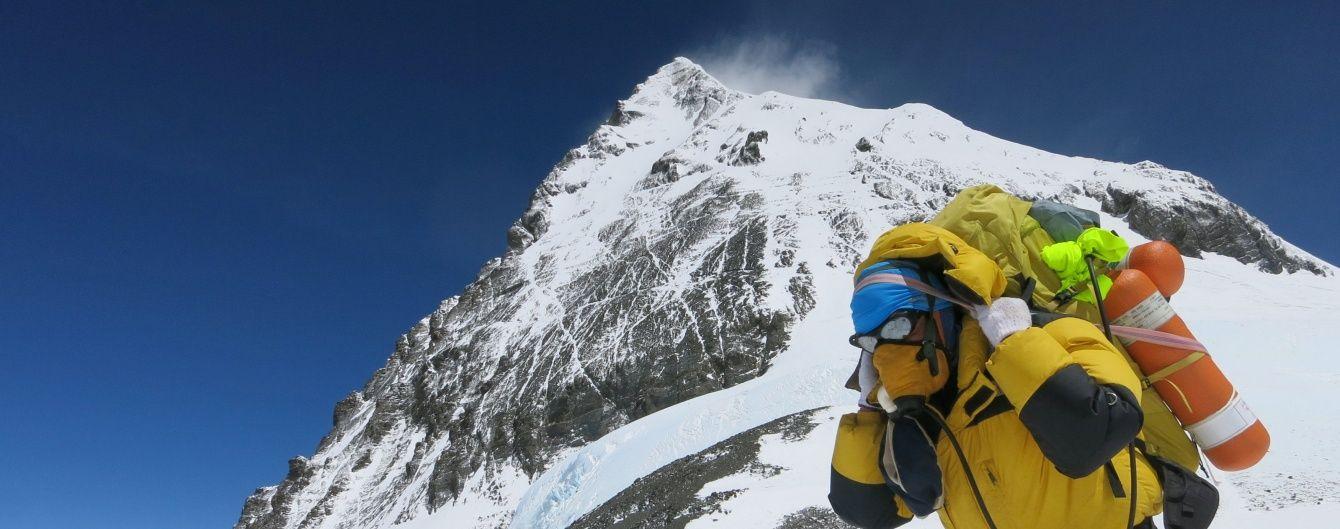 Альпіністам-одинакам заборонили підкорювати Еверест