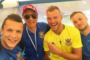 Залаштунки зборів. Як футболісти збірної України відпочивають з дружинами перед Євро