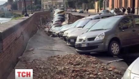 На набережной Флоренции произошел масштабный провал грунта