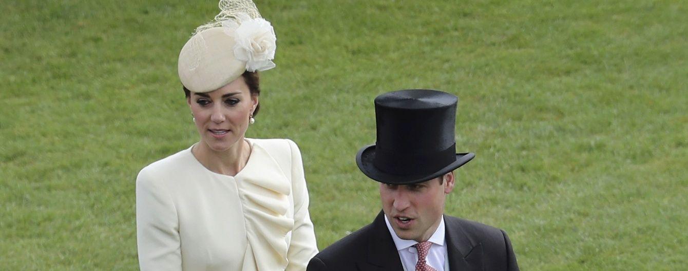 Снова повторилась: герцогиня Кембриджская пришла на чаепитие королевы в старом наряде