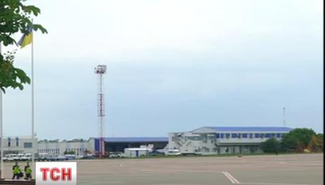 """Петр Порошенко сообщил, что самолет с Надеждой приземлился в аэропорту """"Борисполь"""""""
