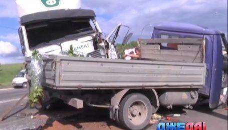 Масштабная авария с участием грузовика произошла в столице