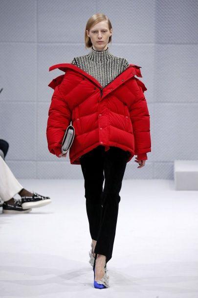 Первая коллекция с новым модельером: показ Balenciaga сезона осень-зима 2016-2017