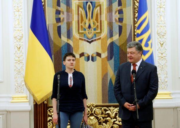 Босоніж та з тризубом. Фото повернення Надії Савченко до України