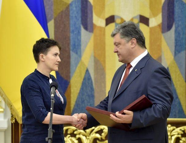 """Савченко стала першою жінкою-воїном, яка отримала """"Золоту Зірку"""" Героя України"""
