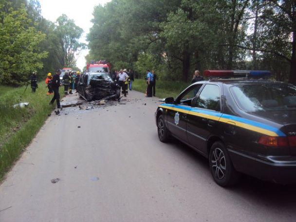 Лобова ДТП під Черніговом: через зіткнення двох легковиків загинули п'ятеро людей