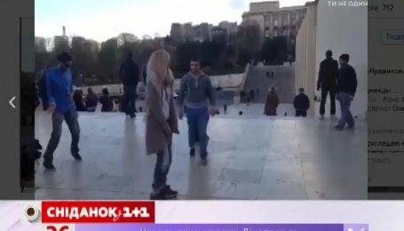Вера Брежнева в Париже затанцевала с уличными музыкантами