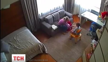 Жінка поширила у мережі відео, як над її сином знущається логопед