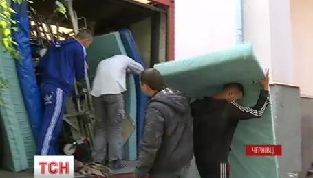 Благотворительный фонд подарил Черновицкому военному госпиталю 20 кроватей для раненых