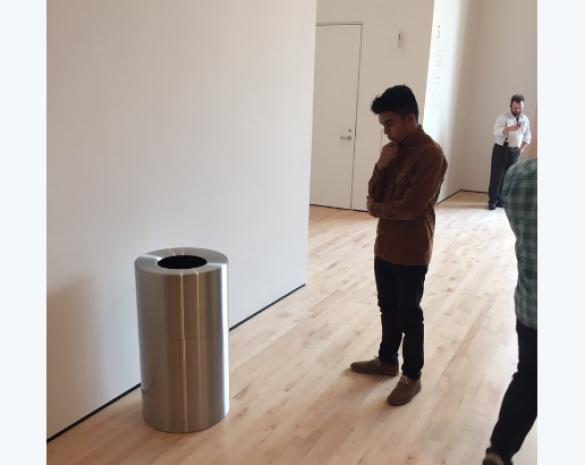 Корзина для сміття у музеї
