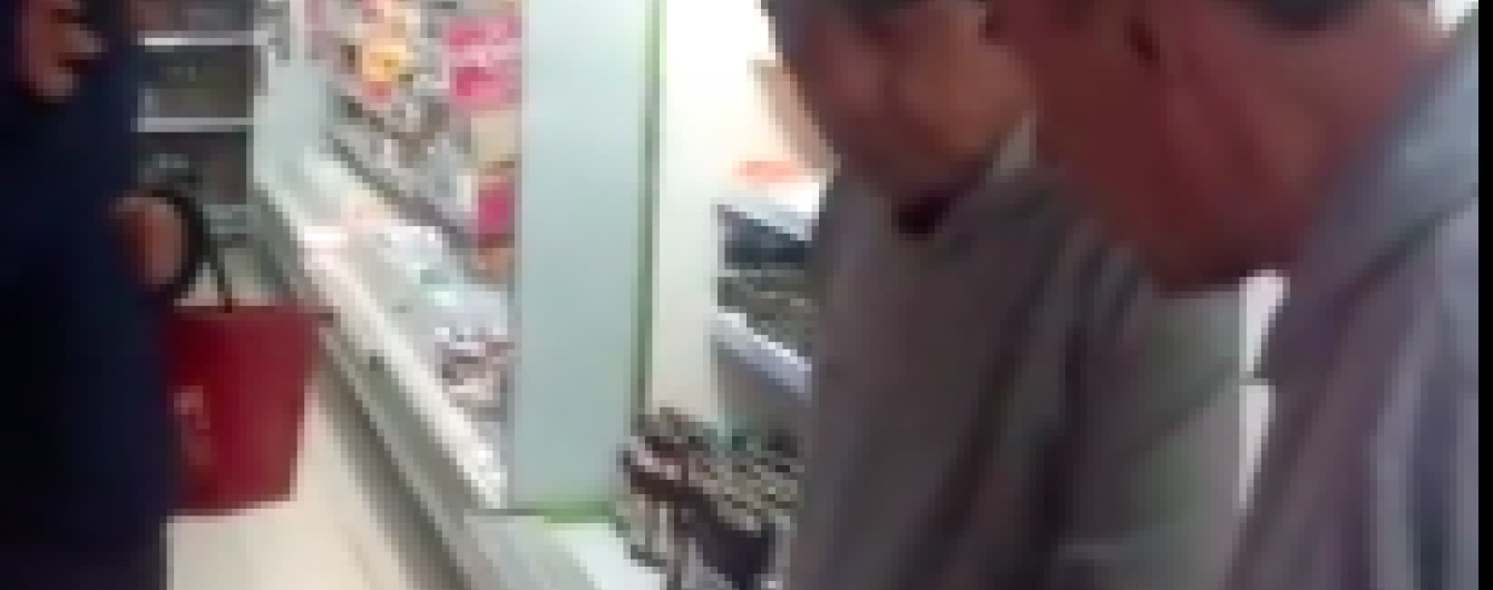 Відео сварки чоловіка із дзеркалом у супермаркеті Луцька розриває Інтернет