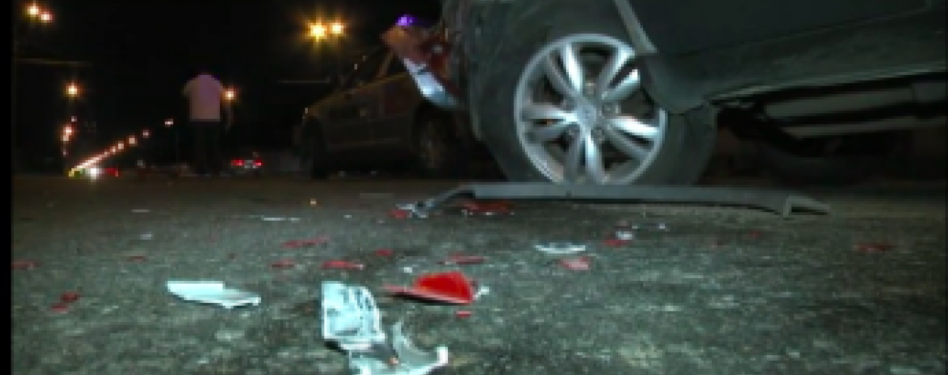 """У Києві """"шалена"""" Toyota влаштувала потрійну аварію із поліцейським авто"""