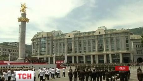 Грузины парадом отметили День независимости с солдатами стран-членов НАТО