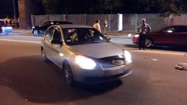 У центрі Києва джип збив дівчину і втік з місця ДТП