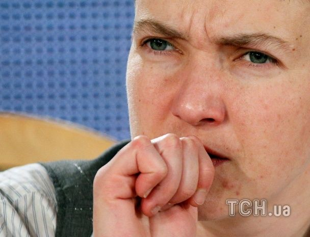 Різкі заяви, сильні емоції і перекур: як Савченко давала першу прес-конференцію