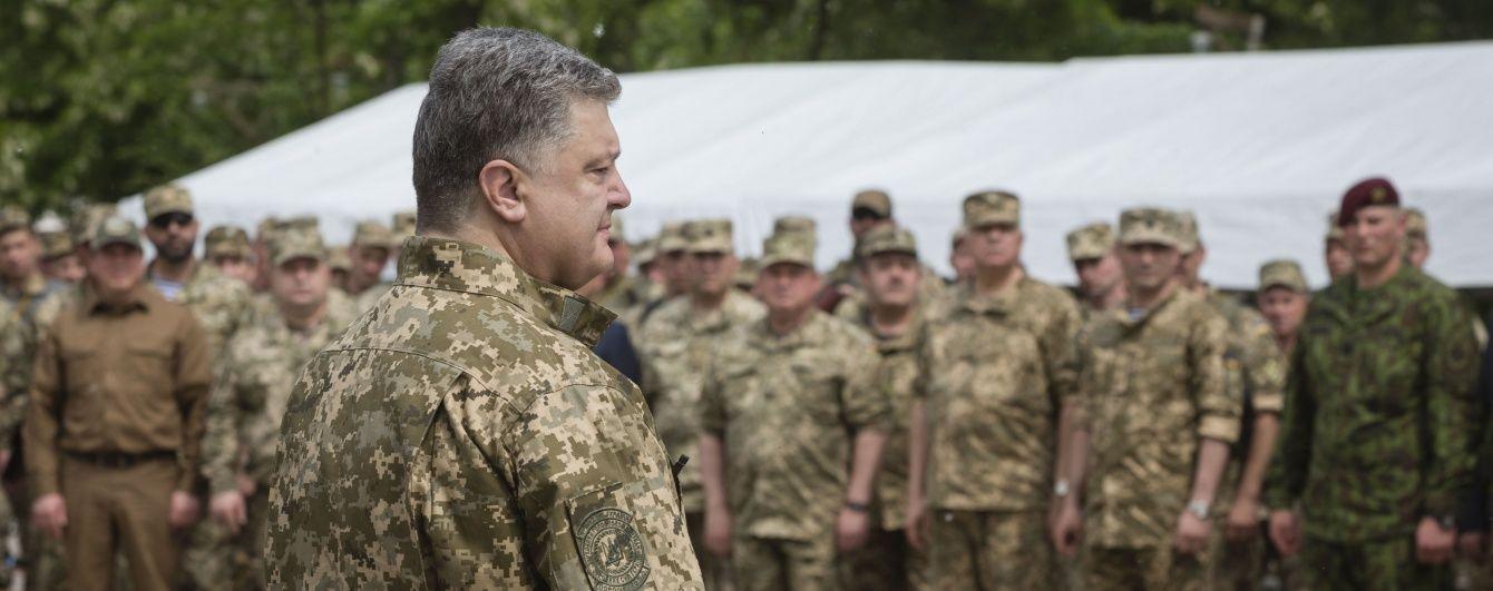 Порошенко потрапив під обстріл бойовиків на Донецькому напрямку