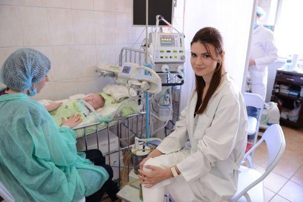 """Телеведучі 1+1 медіа передали до лікарні """"ОХМАТДИТ"""" обладнання для штучної вентиляції легень"""