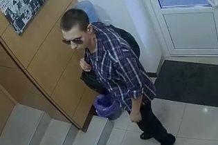 У центрі Києва чоловік зі стріляниною пограбував пункт обміну валют і поранив поліцейського