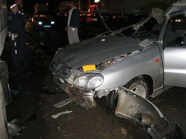 На Вінниччині легковик на швидкості влетів у вантажівку, загинула наймолодша пасажирка