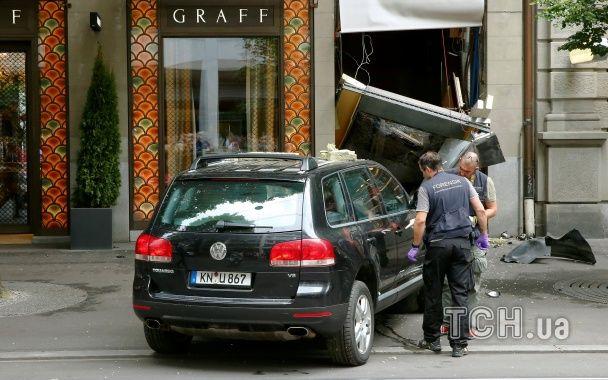 Нахабне пограбування по-швейцарськи: у Цюриху злочинці ефектно заїхали в ювелірний магазин