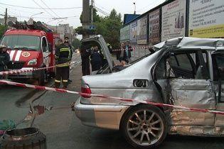 Жуткое ДТП в Виннице: четверо в БМВ погибли после тарана  магазина