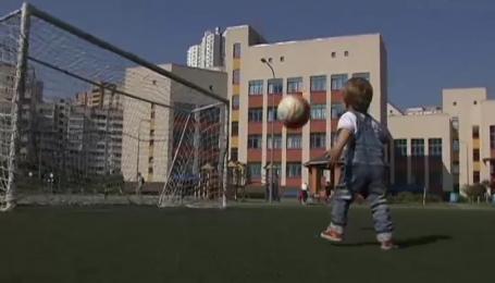 В Киеве стартовал футбольный турнир для школьников младших классов
